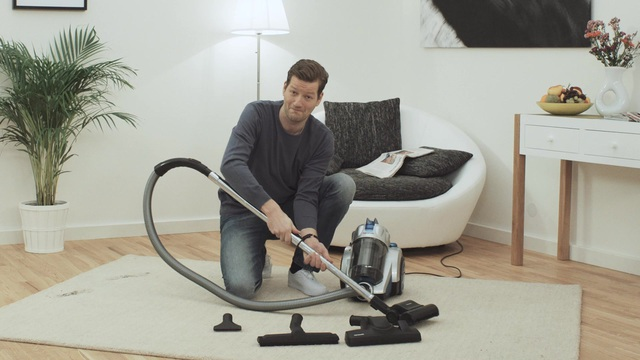 staubsauger watt affordable aeg staubsauger cyclone power ae beutellos watt rot with. Black Bedroom Furniture Sets. Home Design Ideas